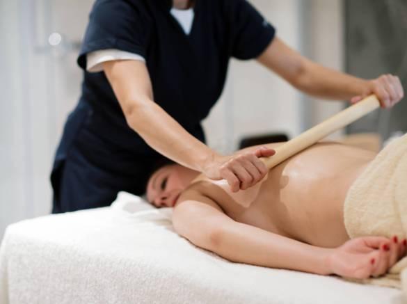 Massage au bambou anti cellulite