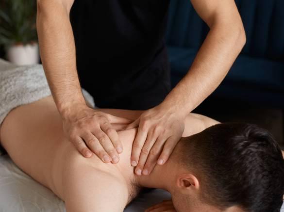 Massage de la nuque, épaules et dos